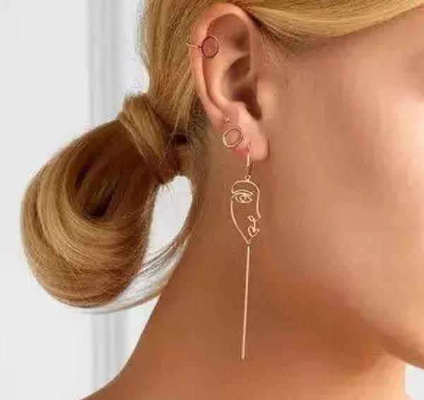 Dot Ear Studs + Ear Line