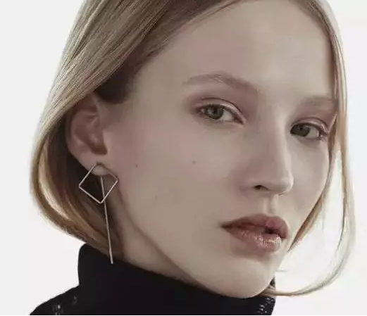 18K Rose Gold Geometric Modeling Fashion Ear Studs
